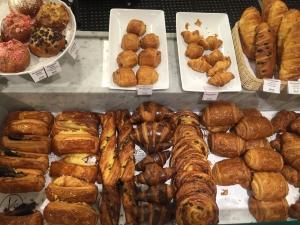 Al Pan, Pan: Croisants tradicionales, con macarrons, nutella, chocolatines, pan de aceituna, con ajonjoli, con pasas y muchos más, deliciosos y ¡Recién hechos!