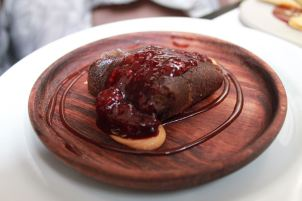 Torta de chocolate, crema de cacahuate y frutos rojos (Chef Alexander Suástegui / Lucas Local /Tamaliza 2018)