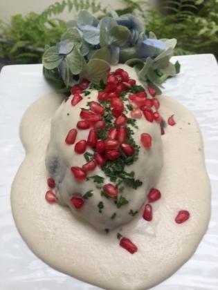 Chile relleno de Bacalao con nogada de macadamia